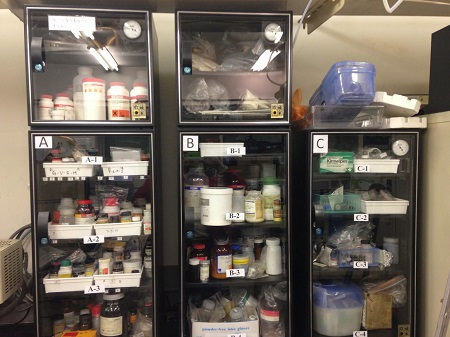 Eureka Dry Tech Lab Auto Desiccator Storing Moisture Sensitive chemicals, standards, samples in the lab
