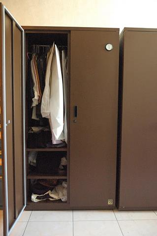 Suits, Coats, and Personal Wardrobe Stored in Eureka Dry Tech HD-1501M Auto Dry Box